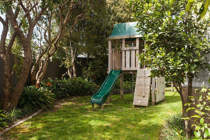 Children's play hut