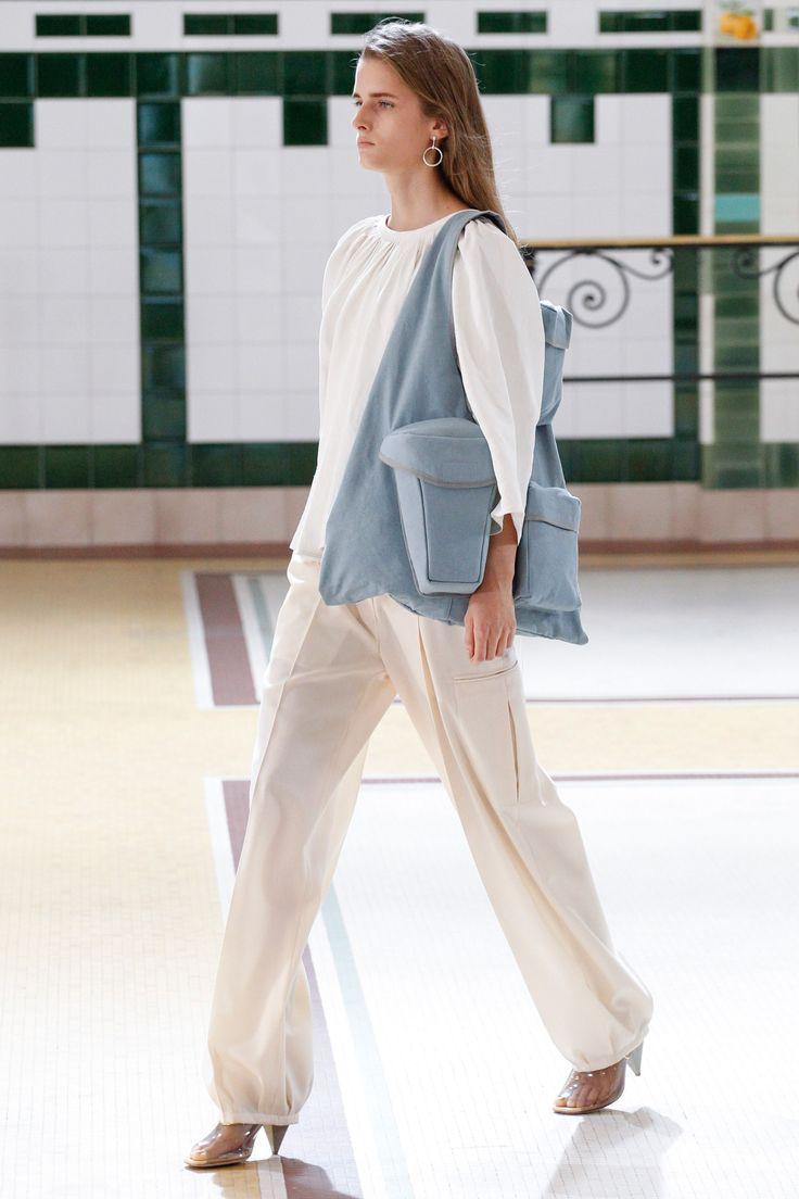 Lemaire Spring 2017 Ready-to-Wear Fashion Show - Kristina Abibulaieva