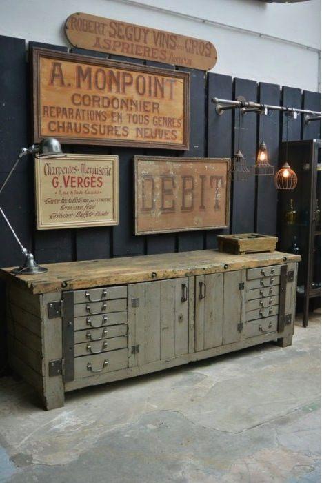 A 2 quilómetros del famoso Palacio de Versalles, a unos 15 minutos de París, se encuentra un antiguo taller de imprenta de 350 m2 donde Benjamin Delsaut vende muebles y objetos de estilo industrial…