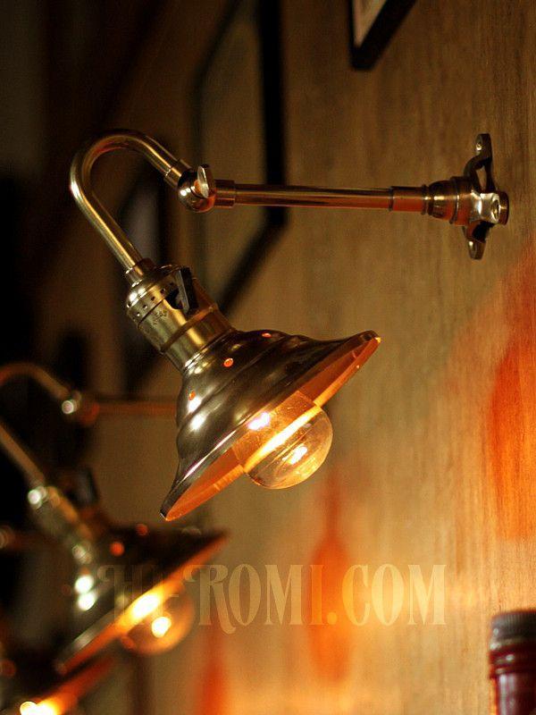 商品名LEVITON社製パドルスイッチソケット&角度調整付ミニシェード真鍮製ブラケットD/工業系壁面照明ウォールランプライト (WOL-16-0…