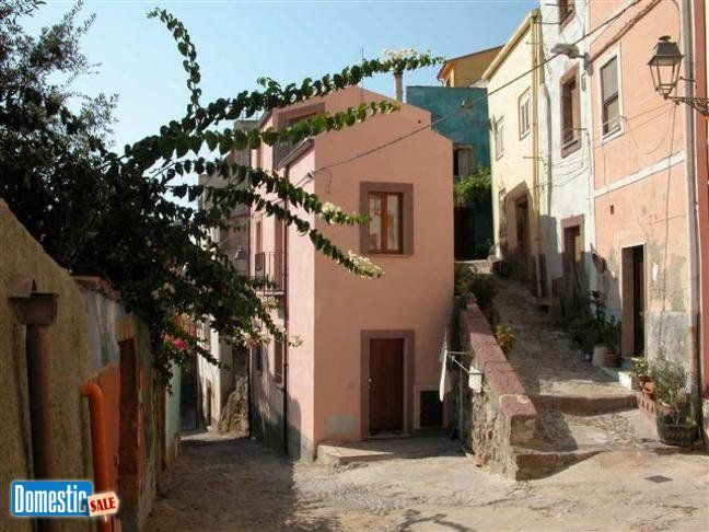 """For sale: single family home """"Perfect for a single or a couple who love the atmosphere of the old town centres"""" In the old town centre of Bosa, a charming town on the ..."""