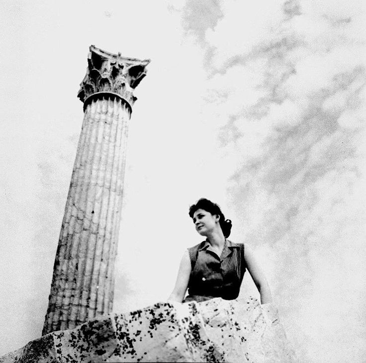 ΔΗΜΗΤΡΗΣ ΠΑΠΑΔΗΜΟΣ .Η ΑΝΝΑ ΣΥΝΟΔΙΝΟΥ ΣΤΙΣ ΣΤΗΛΕΣ ΤΟΥ ΟΛΥΜΠΙΟΥ ΔΙΟΣ ΤΟ 1960