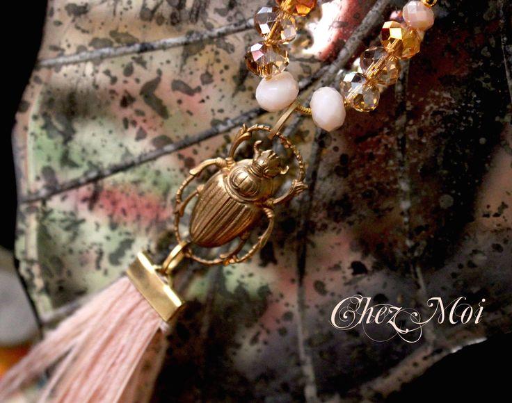 Sono felice di condividere l'ultimo arrivato nel mio negozio #etsy: Long Statement  Necklace - Boho Chic Necklace - Fashion Necklace -  Feather Necklace - Gift for Woman - Hand Embroidered - Lace Jewelry #gioielli #collane #beige #rame #donne #oro #catenespeciali #amoreeamicizia