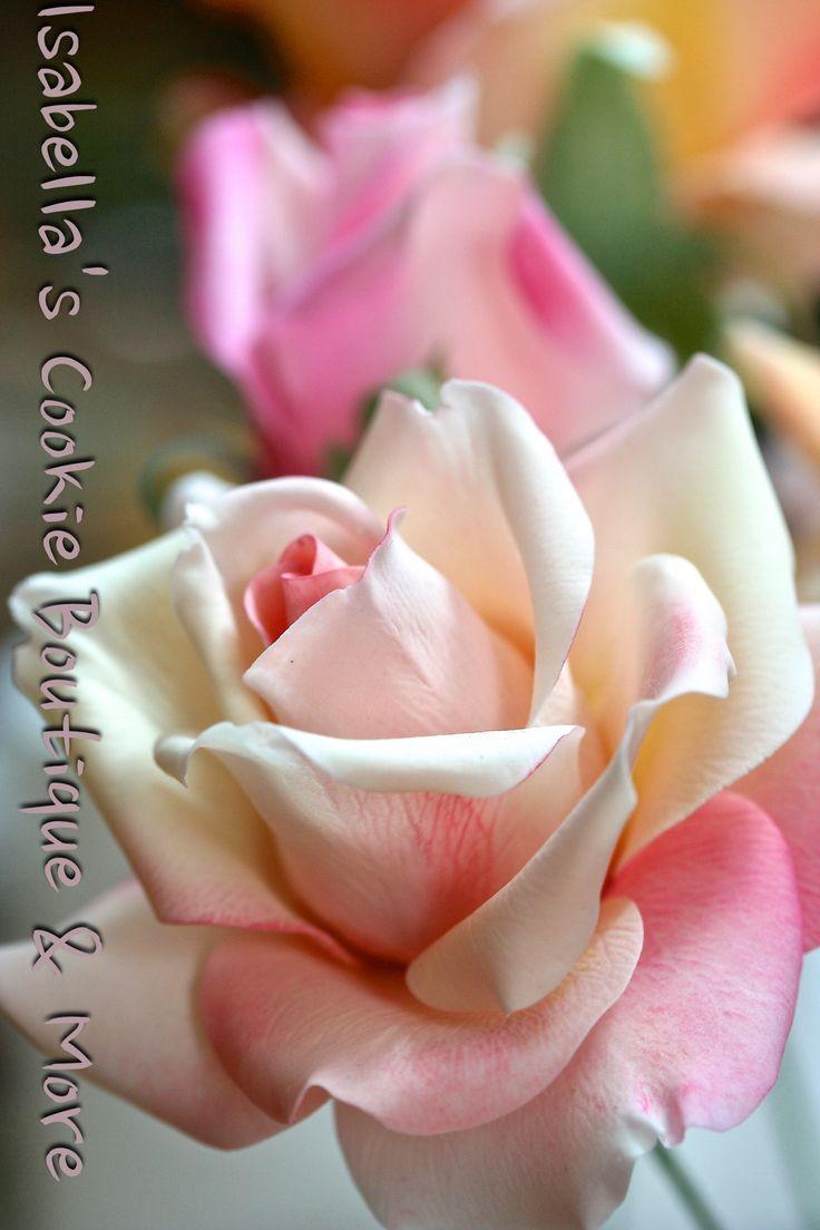 A disney mindent ujrahasznosit 198 - Gum Paste Rose