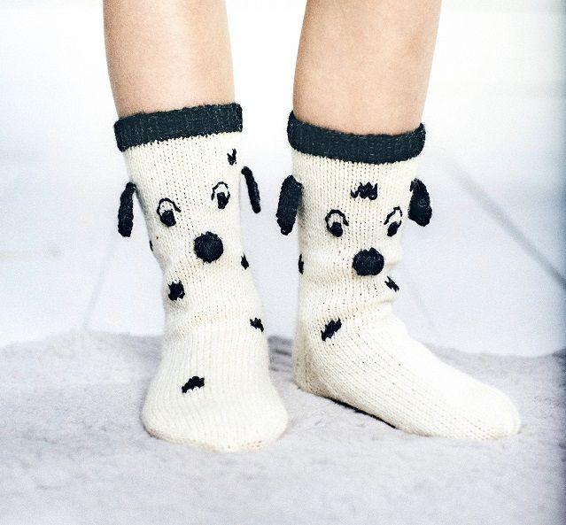 Dalmatialaiset jalkaan! - On korvia, on pilkkuja... Neulo suloiset lasten villasukat. Dalmatialaiset lämmittävät pieniä jalkoja.