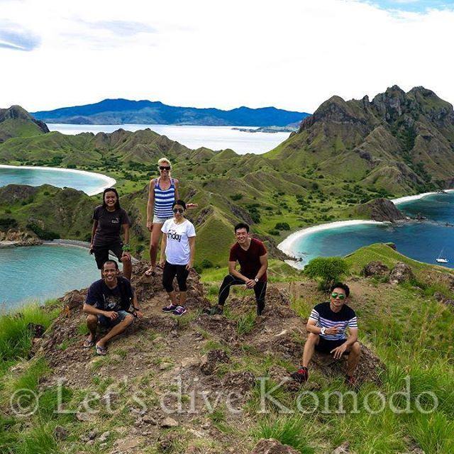Amazing Padar Island is the third largest #island in the Komodo National Park, situated in the south central. #Padarisland hilltop has a #beautiful #panorama #view over four bays with a gray #beach, white sandy beaches and Savanna #hills. It's a #naturelovers place to go #hiking or a surface interval time well spent for #scubadiving. .  #Letsdivekomodo #Komodo #Flores #Indonesia #trekking #nature #scuba #diving #liveaboard #photography #explore #adventure #bestofbothworlds #travel #holiday…
