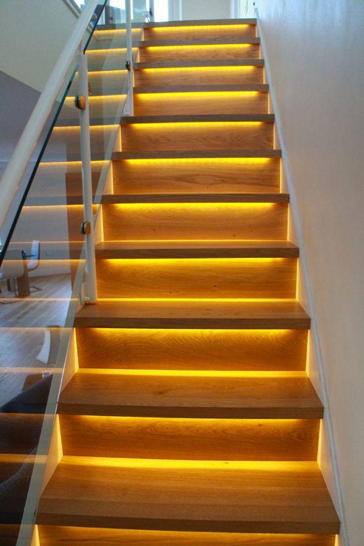 Oltre 25 fantastiche idee su gradini per scale su for Illuminazione scale interne