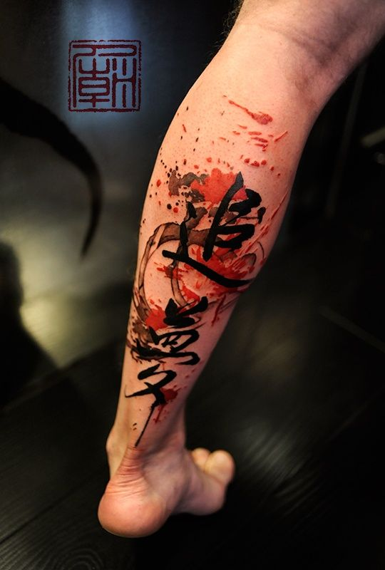 An artistic and abstract leg tattoo with splatters of paint and brushstrokes from the Chinese studio Tattoo Temple