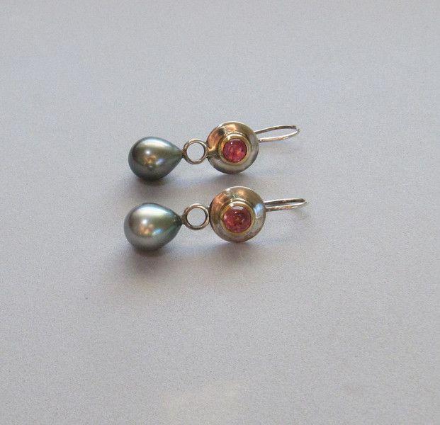 Perlenohrringe - Ohrhänger mit Tahitiperlen und Turmalin - ein Designerstück von Heidjerin bei DaWanda
