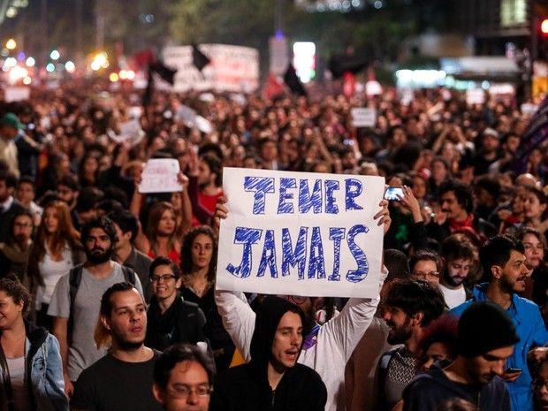 Manifestação contra Temer na Avenida Paulista (Foto: Tiago Queiroz/Estadão…