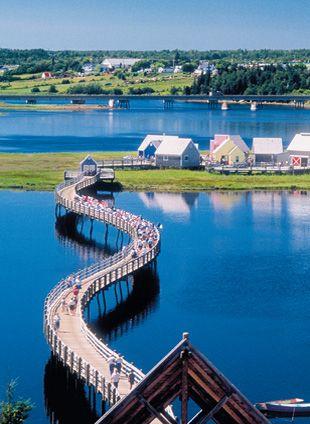 Bridge in Bouctouche, New Brunswick.***Le Nouveau-Brunswick est l'une des dix provinces canadiennes. À ce titre, il constitue un État fédéré. D'une superficie de 71 355 km², la province est aussi grande que la Belgique et les Pays-Bas réunis. Wikipédia