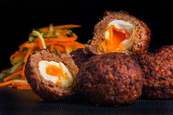 I love Scotch Egg so imagine my joy when I stumbled across something called a nargisi kebab that was described as an Inidan Scotch egg in an Indian Restaurant in the UK about 10 years ago... I had never seen it on a menu before and I have