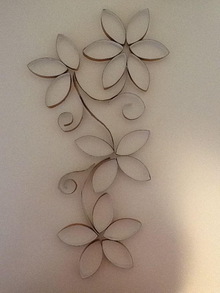 Decoração de parede com rolinho do papel higiênico