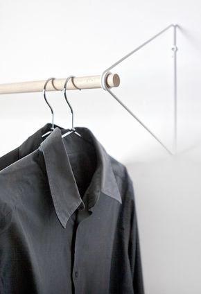 Popular SPRING ist eine zeitlose Garderobe die berall Platz findet und Platz schafft Die Stange aus Holt wird fest durch die Feder aus Stahldraht gehalten