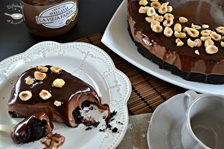 Estos días he estado haciendo un repaso a las recetas antiguas que tenía publicadas en el blog y me he dado cuenta que no tengo ningún cheesecake o pastel de queso entre los dulces publicados, así que me he decidido a preparar una receta. No hay nada mejor que empezar con un riquísimo cheesecake o …