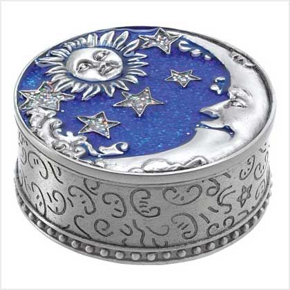 Sun Moon & Stars Treasure Box... although this is not a cake, I can see it as one -- wouldn't it be great?!  Especially with blue velvet cake batter!!!.