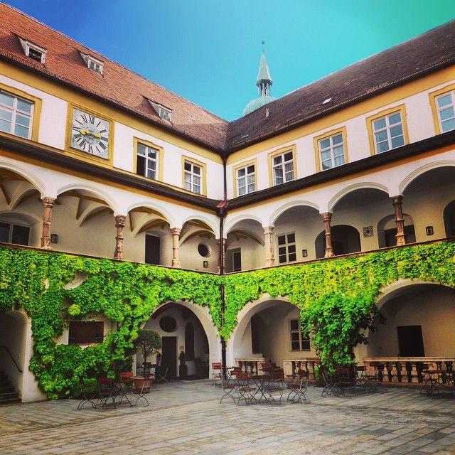 #Freising #Kardinal-Döpfner-Haus #Dom #Domberg #architecture #Renaissance #innenhof #beautyfull #arcades #nature #urban #history #popebenedikt #religion #medieval #travel #square #perspective #cool #relax #summer #germany #bavaria #old #bluesky #enlight #sun #journey