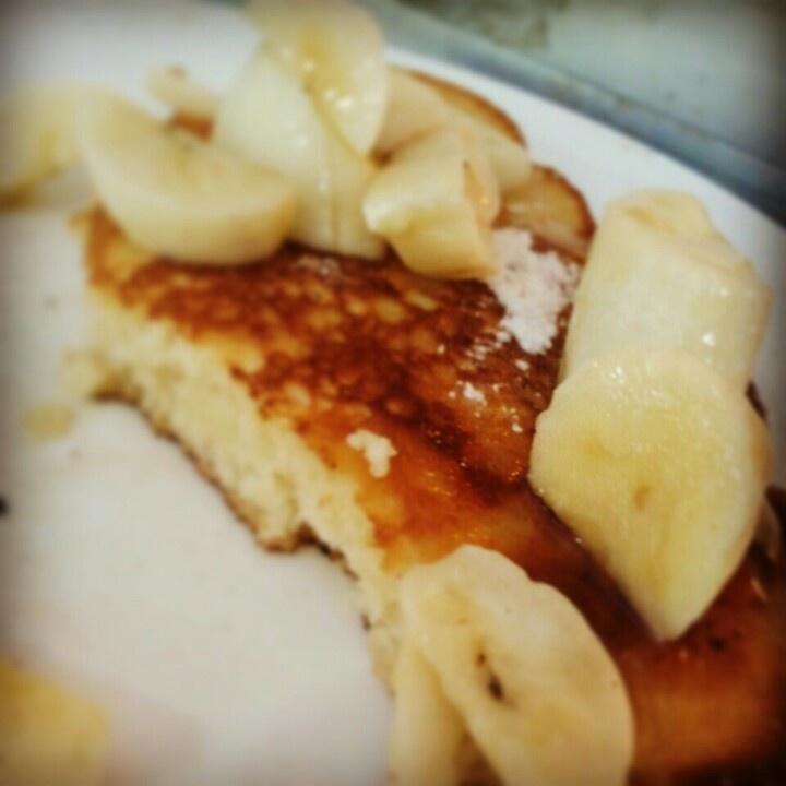 Pancake with banana,maple syrup and cinnamon sugar dust