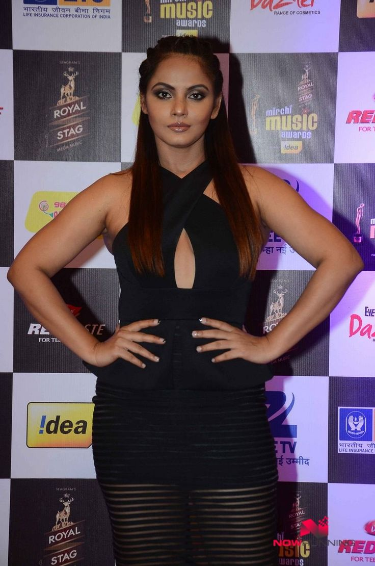 Neetu Chandra at radio mirchi awards night