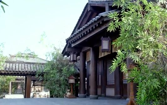 An example of how a veranda links with the house and the two become the integral part of the architecture  (A scene from Chinese TV drama Nirvana In Fire)