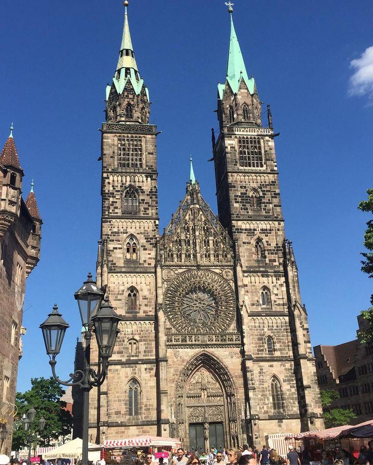 Lorenzkirche... #nürnberg #travel #viaje #germany #nuremberg #deutschland #alemania #europa #europe #bayern #franconia #inspiration #lorenzkirche #kirche #iglesia #afternoon #instatravel #instalike #instagood #sun #bluesky #cielo #azul #sunnyday #sinfiltro #nofilter #domingo #sunday #sonntag http://tipsrazzi.com/ipost/1524764912314989099/?code=BUpDZv0g7or