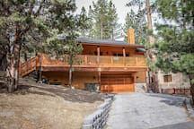 Beautiful & Spacious Log Cabin~Newer Appliances/Furnishings~Gas Fireplace~Garage - Houses for Rent in Big Bear Lake