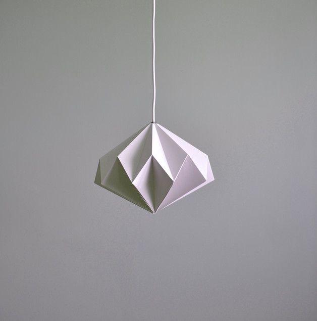 Origami Starlight to pomysłowy projekt, który w dzień cieszy oko grą światła i cienia na swoich krzywiznach a po zmroku pokazuje, że Starlight to nie tylko nazwa - miękkie białe światło przyjemnie...