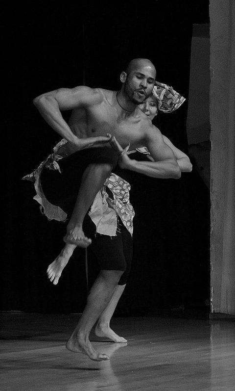 L'energia e la forza della danza #afro ! da febbraio al mercoledì alle ore 18 con Adriano Oliveira. info@spazioaries.it - 0287063326 - 3420175218