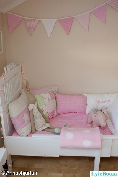 lovely pink mix.. mix and match is the best way to give life to the bedroom. take a look: boutiquedaf.com