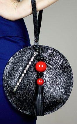 Tutoriales DIY: Cómo hacer un bolso de mano redondo vía DaWanda.com