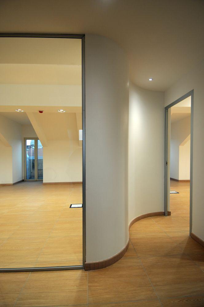 Particolare degli uffici ricavati nel sottotetto del collegio universitario Einaudi, sezione Po.  Progetto di ristrutturazione di Luca Moretto