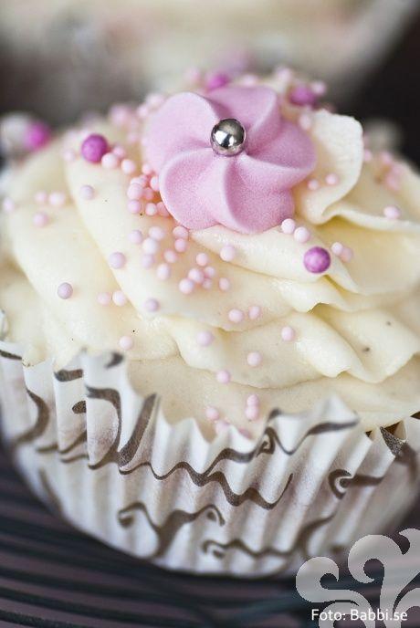 Små söta cupcakes med vitchoklad & citron | baka.se