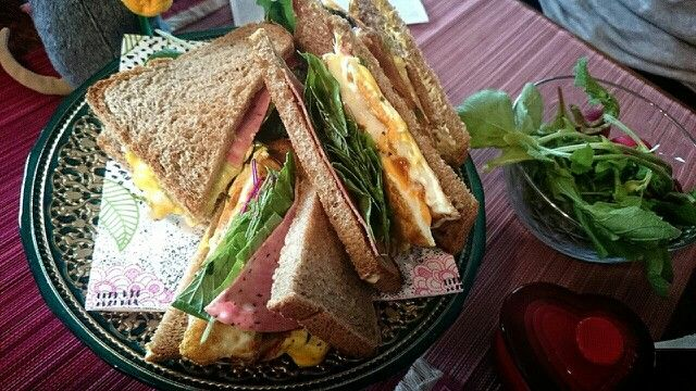 Whole wheat flour(全粒紛)100% sandwiches!In the bread is Eggs,Greenleafs,Hams,Avocado,Mayonnaise and Mustard.