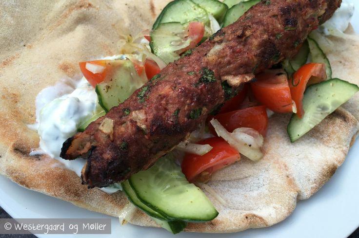 Fladbrød med kebabspyd