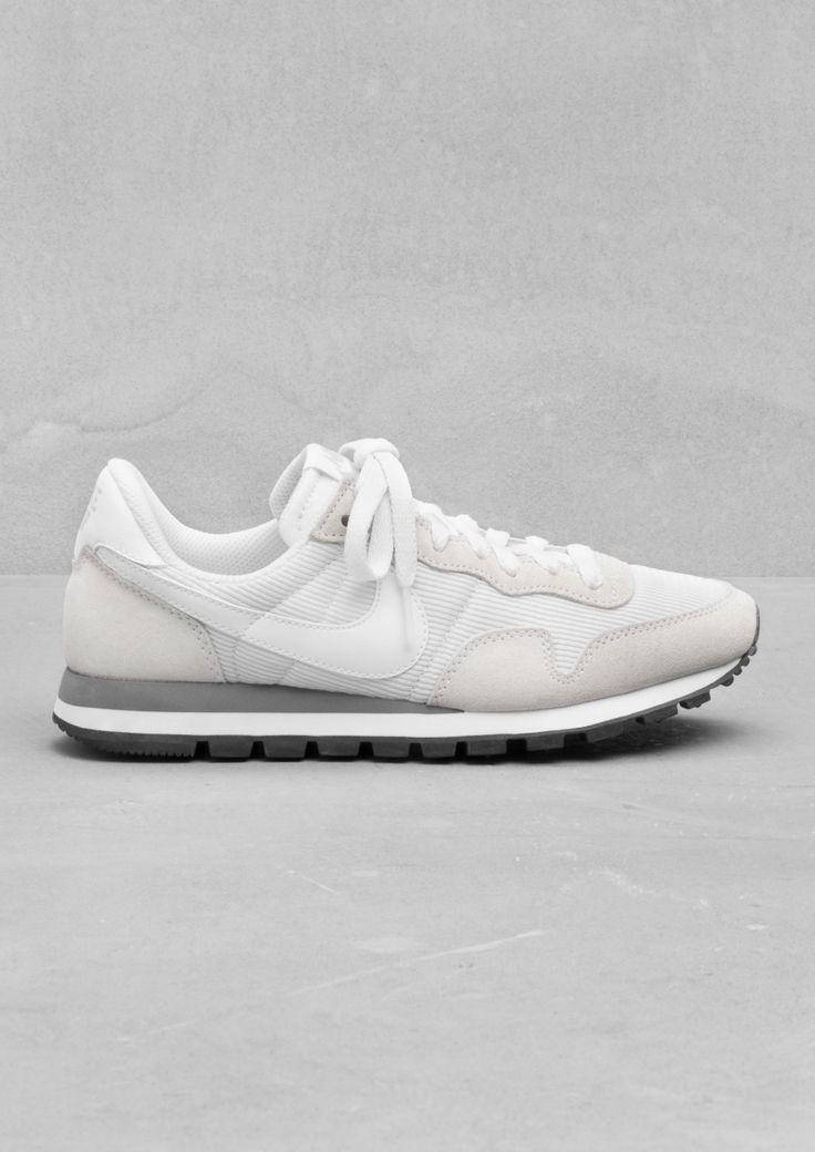 Aaaaand swoosh.White Nike, Running Shoes, Pegasus 83, Fashion, Style, Minimal Classic, Sneakers, Nike Air Pegasus, Nike Pegasus