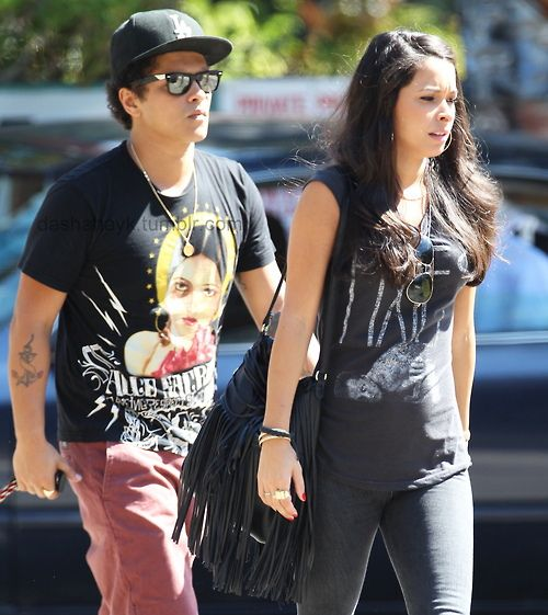 a33d9f03b3664104d0683ebb0ffa0cbc  bruno mars girlfriends The l k for love within  the electronic age tends  to stir up a lot of anxiety.