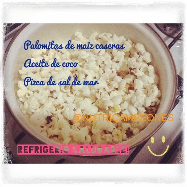 Palomitas de maíz caseras, de refrigerio para la tarde, prepara con una cdita de aceite de coco