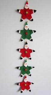 Santa garland free pattern (click on link). Vintage pattern. ✿⊱╮Teresa Restegui http://www.pinterest.com/teretegui/✿⊱╮