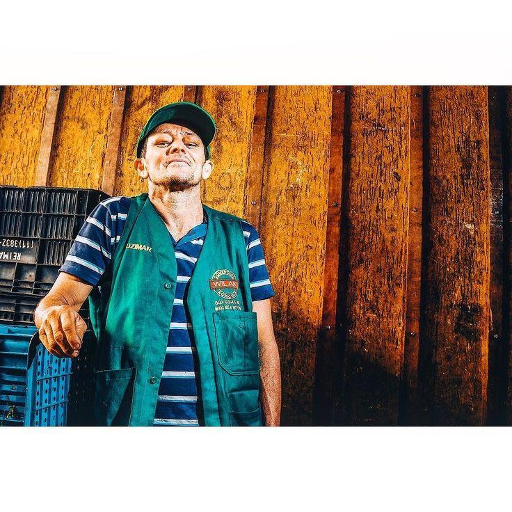 Josimar tem 50 anos e se comparado aos demais ele ainda é novato no CEAGESP. Na época da reportagem comemorava 3 anos trabalhando como vendedor antes era metalúrgico.