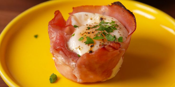 Breakfast in a bite! Low carb ham and egg cups for breakfast on the go.