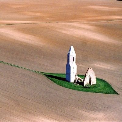 a_temple_in_the_puszta_on_the_great_hungarian_plain_895_400_400_1.jpg 400×400 pixels