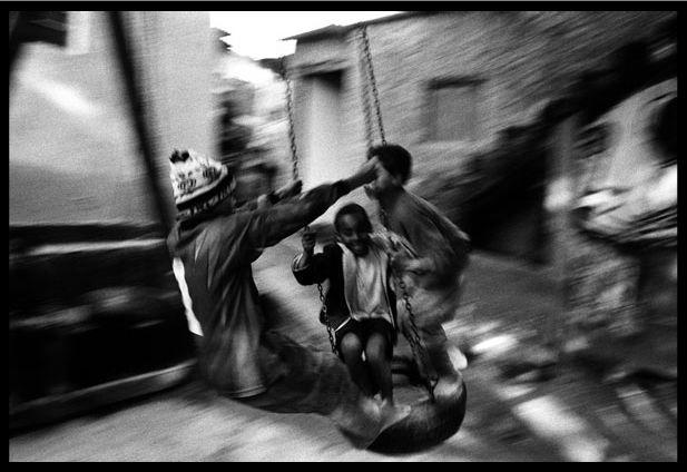 Vladimir 'Boogie' Milivojevich :: Boys playing at Paraisopolis favela, Sao Paulo, 2007