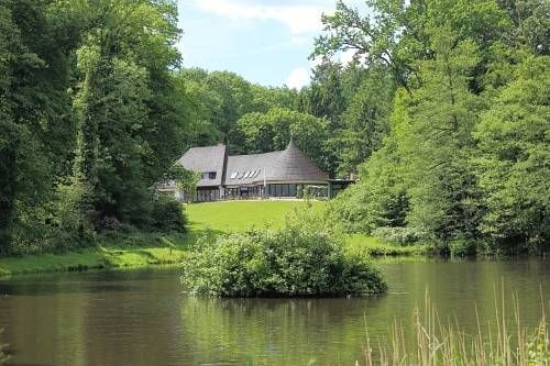 Forsthaus-Ferienhotel am Dobrock Wingst Offering a restaurant serving regional dishes made from local ingredients, Forsthaus-Ferienhotel am Dobrock is located in Wingst. Set on the edge of a forest, the accommodation has free WiFi access.