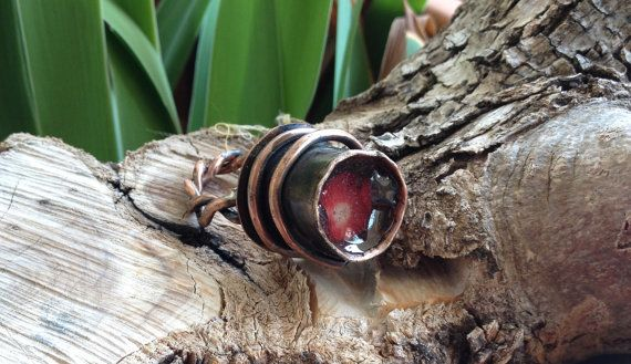Oxidized copper ring with coral and resin, adjustable.