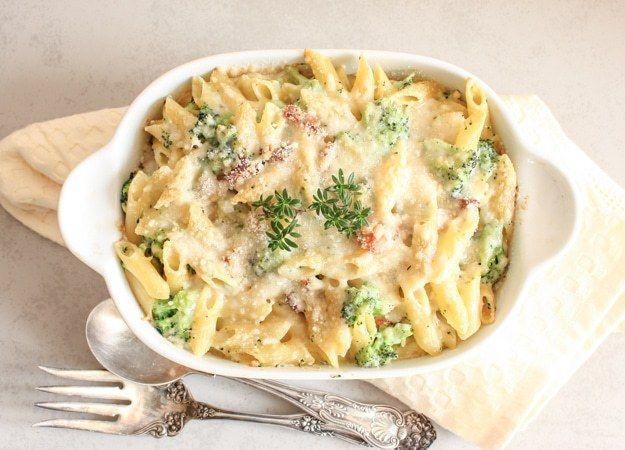 Creamy Broccoli Bacon Pasta Casserole, a delicious cheesy baked pasta recipe, perfect family or company dinner. Fast and easy.|anitalianinmykitchen.com