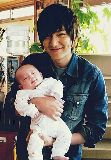 *Big wishful sigh* Men and babies!!! My hubby will have lots of babies to hold in his arms and I will not be tired of seeing him give luff and behaving like a little boy with our little boys and girls ~ Lee Min Ho ♡ #Kdrama