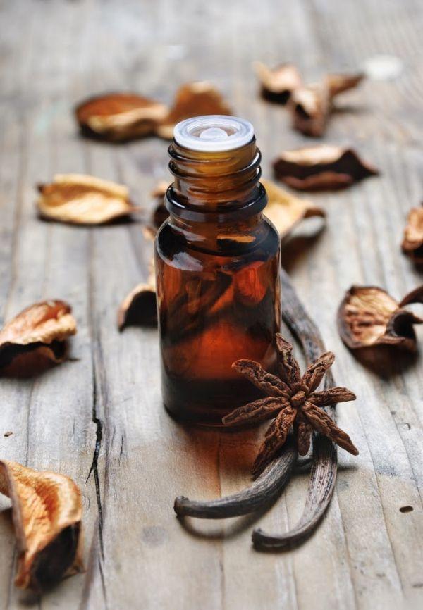 Si quieres que tu casa tenga un aroma agradable, te tenemos unas opciones para que perfumes tu casa. Tenemos unos simples trucos caseros que sin necesidad de gastar dinero en desodorantes o productos químicos te harán suspirar en cada rincón.  Decora tu hogar con lo que Linio tiene para ti >> http://www.linio.com.ve/hogar/decoracion/