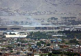 22-Jul-2014 8:21 - VIER DODEN BIJ ZELFMOORDAANSLAG OP VLIEGVELD KABUL. Zeker vier mensen zijn om het leven gekomen door een zelfmoordaanslag op de internationale luchthaven van de Afghaanse hoofdstad Kabul. Dat...