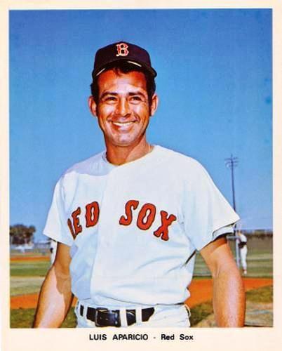 Luis Aparicio ya al final de su gloriosa carrera jugando con los Medias Rojas de Boston (Liga Americana, 1973).
