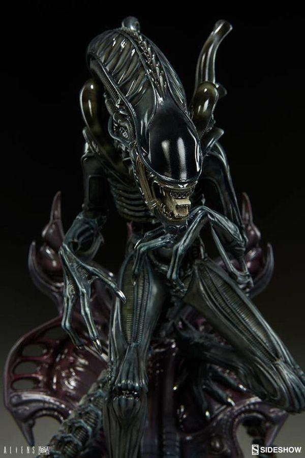 Aliens - Alien Warrior Statue From Sideshow Toy